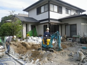 敷き均し解体作業